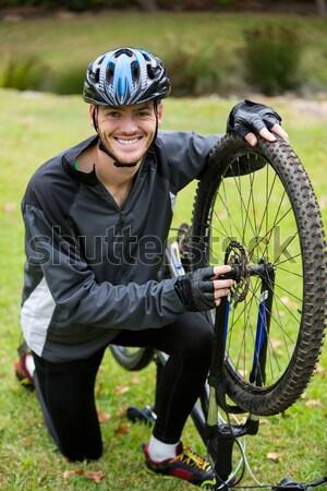 мужчины велосипедист горных велосипедов парка фитнес Сток-фото © wavebreak_media