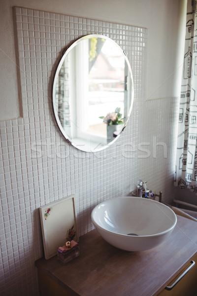 Görmek yıkamak ayna banyo sevmek mutlu Stok fotoğraf © wavebreak_media