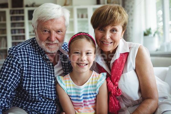 Dziadkowie córka domu portret uśmiechnięty człowiek Zdjęcia stock © wavebreak_media