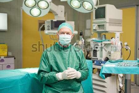 Sebészek megbeszél akta operáció színház férfi Stock fotó © wavebreak_media