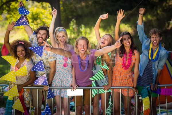 Gruppo amici dancing festival di musica ritratto parco Foto d'archivio © wavebreak_media