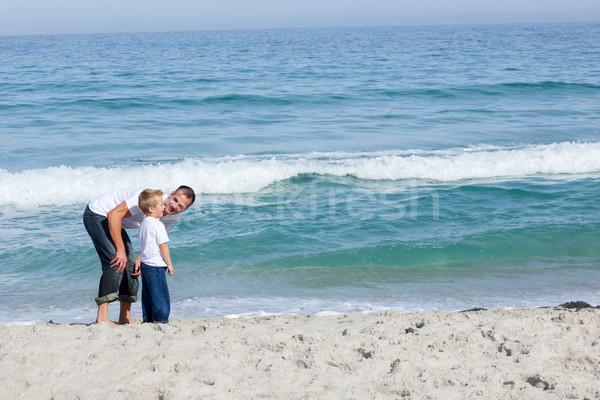Gondoskodó apa fia szórakozás tengerpart férfi boldog Stock fotó © wavebreak_media