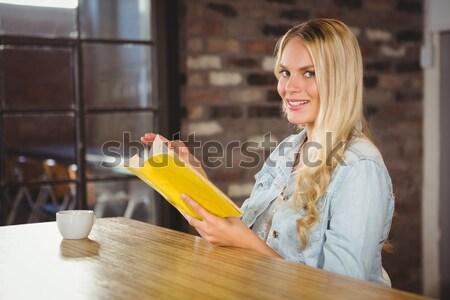 Positief vrouw gerechten home water gelukkig Stockfoto © wavebreak_media