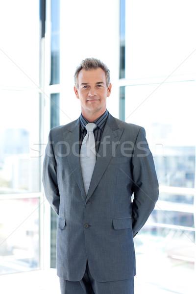 成熟した リーダーシップ オフィス 立って 紙 ビジネスマン ストックフォト © wavebreak_media