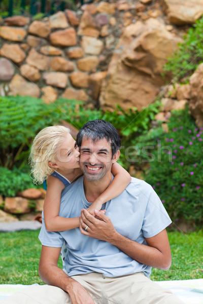 Pai filha piggyback parque jardim criança Foto stock © wavebreak_media