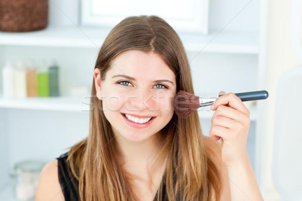Uśmiechnięty kobieta proszek twarz kamery Zdjęcia stock © wavebreak_media
