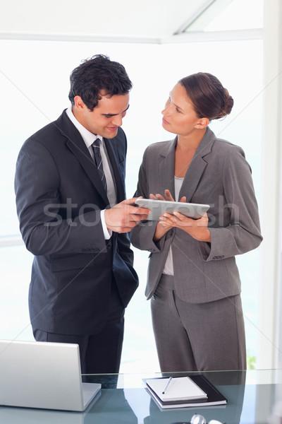 Jonge werken tablet samen computer Stockfoto © wavebreak_media