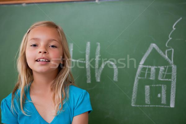Schülerin posiert Tafel Klassenzimmer Hand Stock foto © wavebreak_media