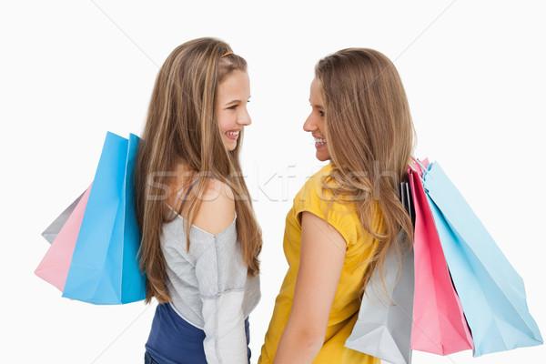 背面図 2 若い女性 ショッピングバッグ 白 立って ストックフォト © wavebreak_media