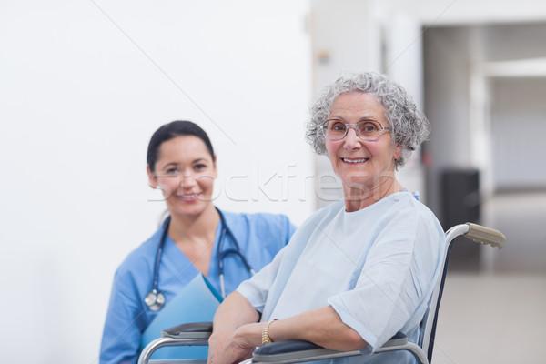 Сток-фото: пациент · коляске · медсестры · больницу · счастливым · женщины