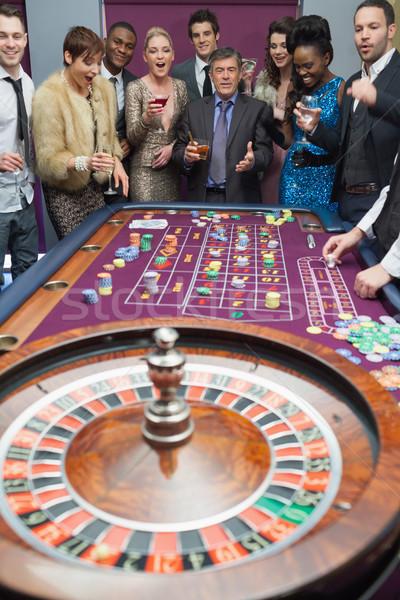 Emberek áll rulett asztal vár pénz Stock fotó © wavebreak_media