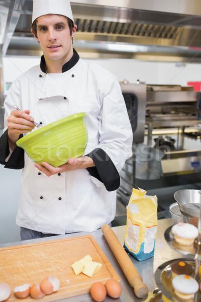 Zdjęcia stock: Uśmiechnięty · ciasto · kucharz · kuchnia · ręce · restauracji