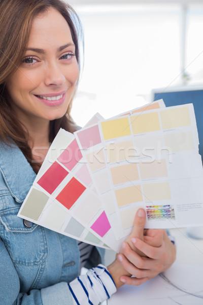 Derűs belsőépítész magasra tart szín minták közelkép Stock fotó © wavebreak_media