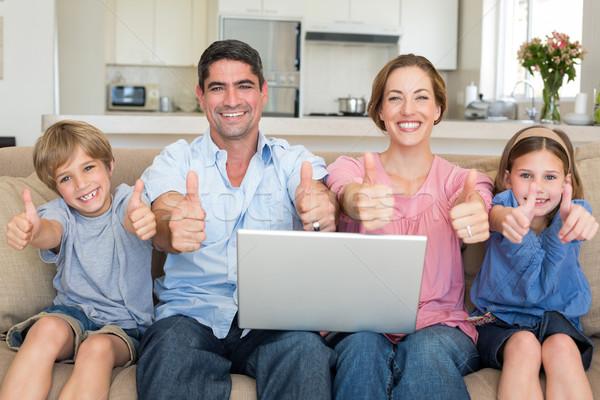 Stok fotoğraf: Aile · dizüstü · bilgisayar · kanepe · portre