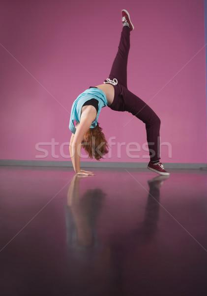 Csinos törik táncos görbület visszafelé láb Stock fotó © wavebreak_media