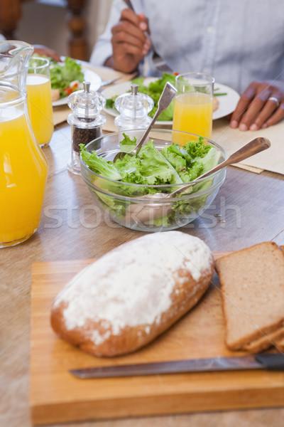 Aile öğle yemeği birlikte ekmek salata ev Stok fotoğraf © wavebreak_media