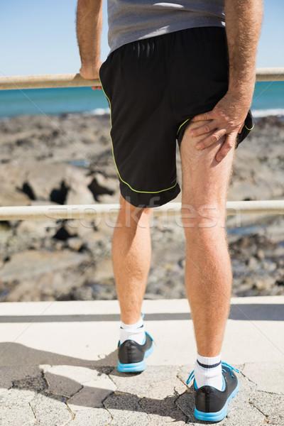 Fitt férfi lebilincselő sebesült comb napos idő Stock fotó © wavebreak_media