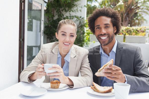 Stockfoto: Gelukkig · zakenlieden · lunch · buiten · coffeeshop · voedsel