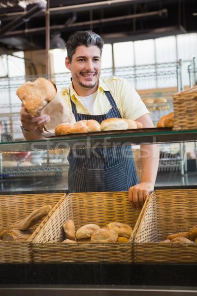 портрет улыбаясь сервер предлагающий хлеб хлебобулочные Сток-фото © wavebreak_media