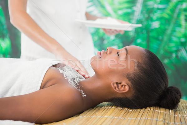 Hübsche Frau genießen Salz Massage Seitenansicht Stock foto © wavebreak_media