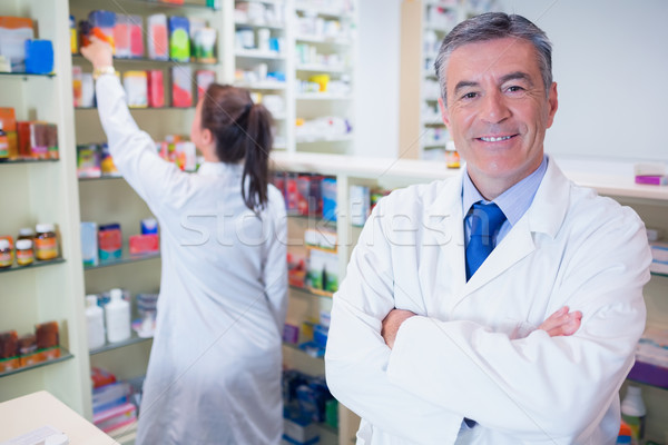 фармацевт глядя камеры студент за медицинской Сток-фото © wavebreak_media