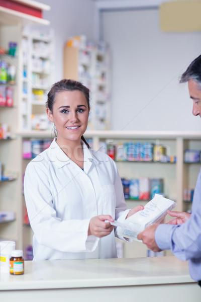 肖像 笑みを浮かべて 薬剤師 処方箋 薬局 ストックフォト © wavebreak_media