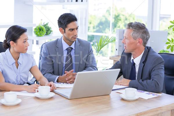 Empresario reunión colegas usando la computadora portátil oficina ordenador Foto stock © wavebreak_media