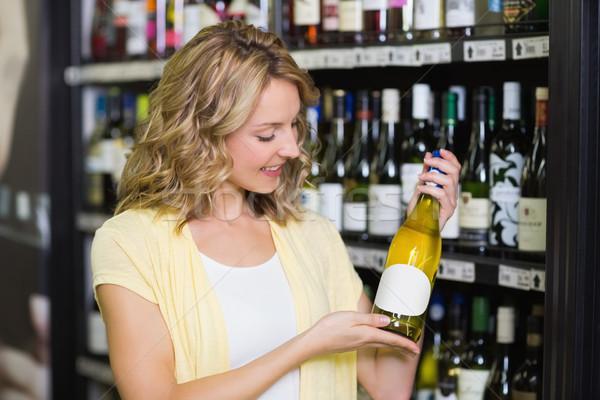 Gülen güzel sarışın kadın şarap şişesi kazanmak Stok fotoğraf © wavebreak_media
