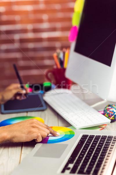 Graficzne projektant pracy kolor wykres biuro Zdjęcia stock © wavebreak_media