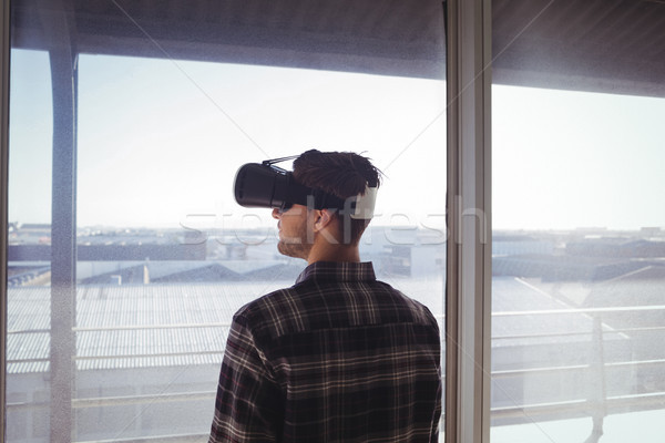 бизнесмен виртуальный реальность гарнитура служба Сток-фото © wavebreak_media