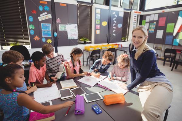 Nauczyciel pomoc uczennica praca domowa klasie szkoły Zdjęcia stock © wavebreak_media