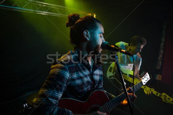 バンド ステージ ナイトクラブ 男 マイク ストックフォト © wavebreak_media