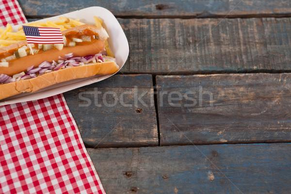 Fierbinte câini masa de lemn petrecere Imagine de stoc © wavebreak_media