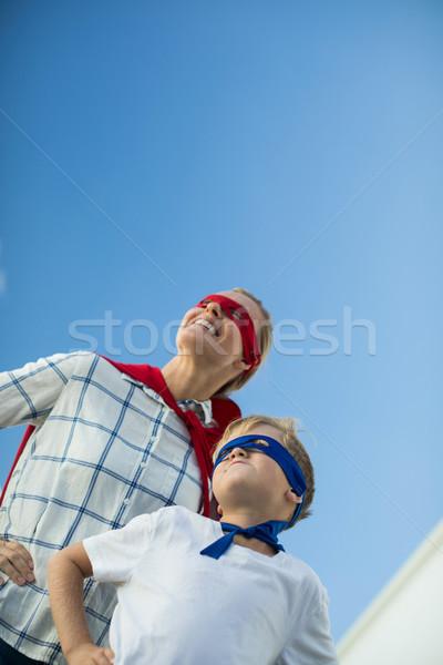 Сток-фото: улыбаясь · матери · сын · superhero · саду · женщину