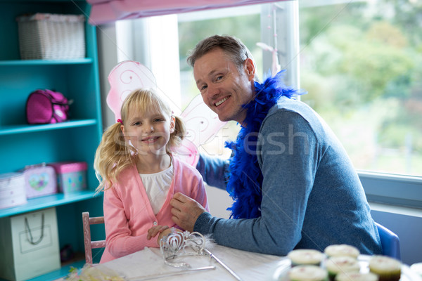 Meisje fairy spelen vader glimlachend huis Stockfoto © wavebreak_media