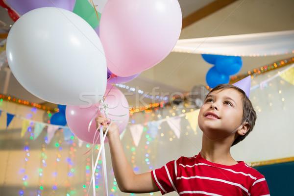 Aranyos fiú tart színes léggömbök születésnapi buli Stock fotó © wavebreak_media