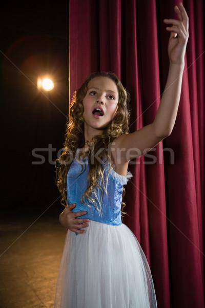 Feminino artista cantando canção etapa teatro Foto stock © wavebreak_media