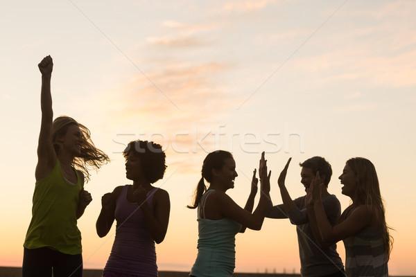 Glücklich sportlich Frauen Jubel Sonnenuntergang Frau Stock foto © wavebreak_media