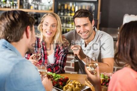 Feliz amigos bebidas restaurante negocios Foto stock © wavebreak_media