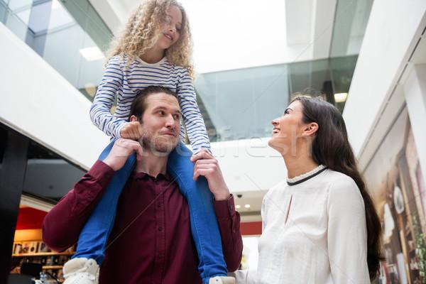Gelukkig gezin ouders genieten dochter meisje Stockfoto © wavebreak_media