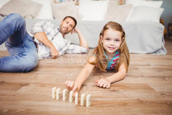 Niña feliz dominó padre retrato casa Foto stock © wavebreak_media