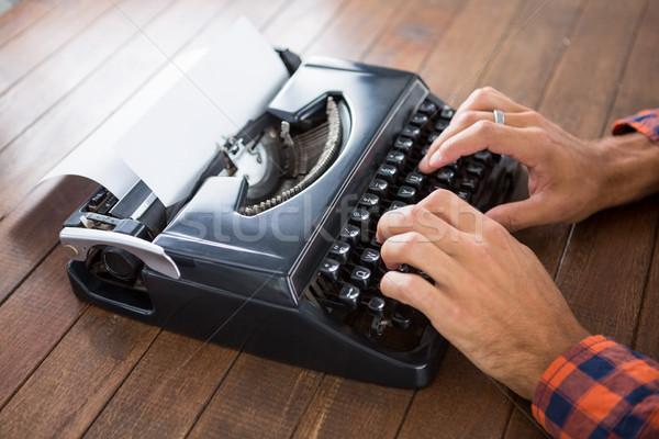 Homem máquina de escrever trabalhar terno digital Foto stock © wavebreak_media