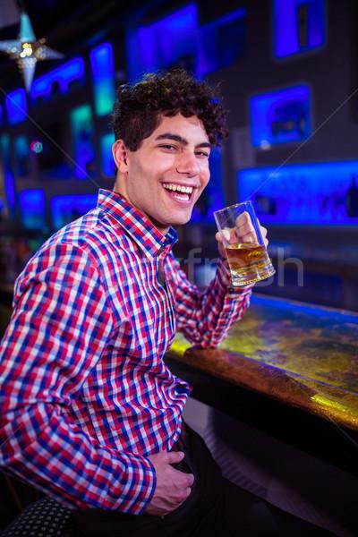 Retrato homem cerveja risonho bar contrariar Foto stock © wavebreak_media