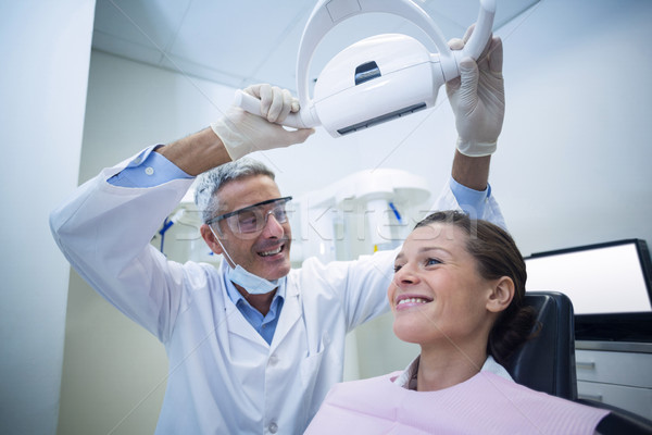 Homme dentiste dentaires lumière patient clinique Photo stock © wavebreak_media