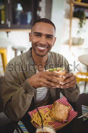 Człowiek zakupu rogalik chleba Widok Licznik Zdjęcia stock © wavebreak_media