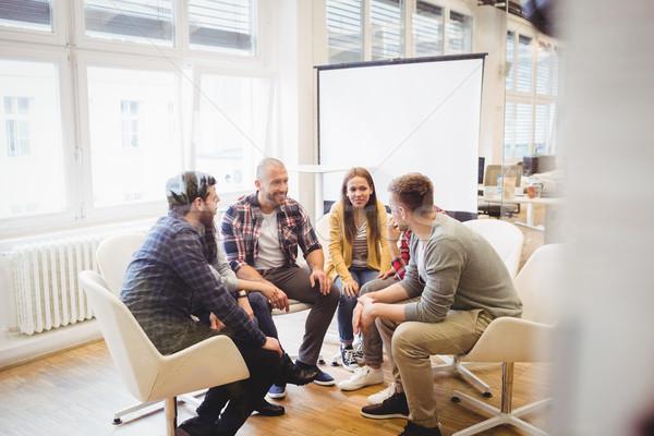 Kreatív üzletemberek ül tárgyalóterem mosolyog iroda Stock fotó © wavebreak_media