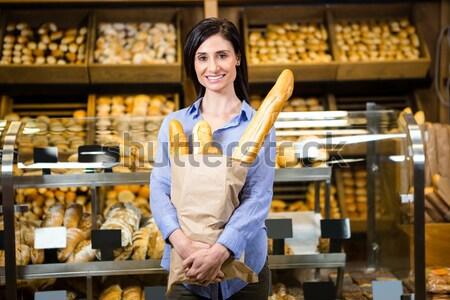 Vrouwelijke personeel permanente brood counter portret Stockfoto © wavebreak_media