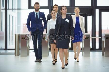 立って 議論 オフィス 廊下 女性 ストックフォト © wavebreak_media