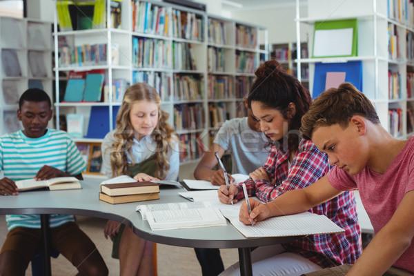 Attentif étudier bibliothèque école livre Photo stock © wavebreak_media