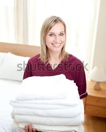 Positivo limpeza senhora toalhas hotel Foto stock © wavebreak_media